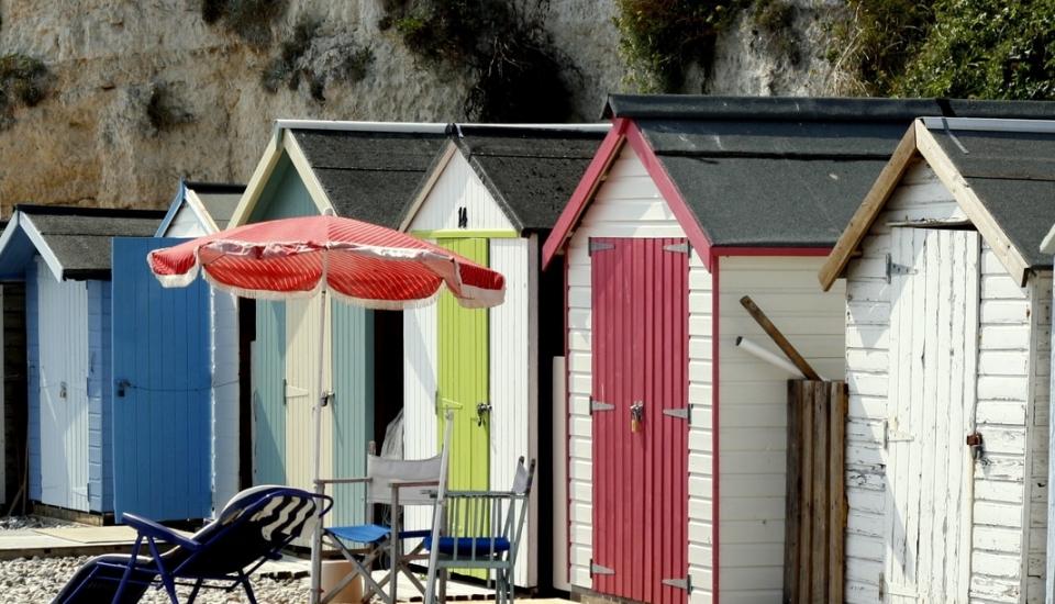 beach-huts-at-beer_orig